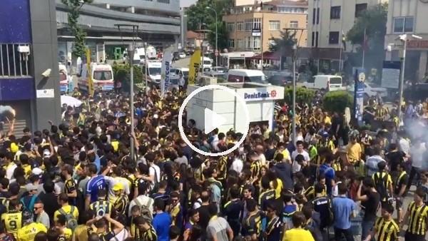 Fenerbahçe taraftarı mazbata törenine hazır