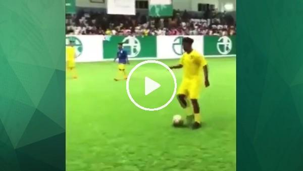 Futbol Ronaldinho'nun işi