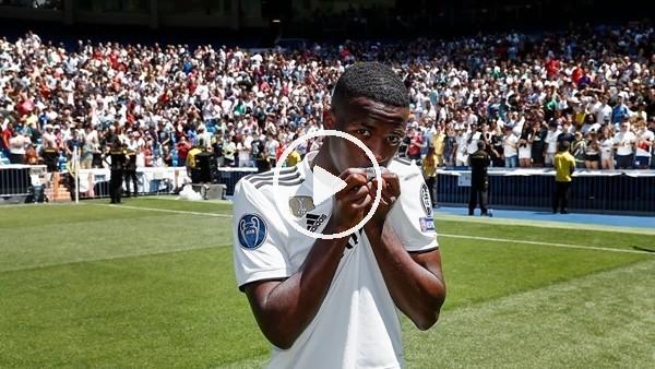 Real Madrid'i yeni transferi Vinicius Jr. taraftara tanıtıldı!