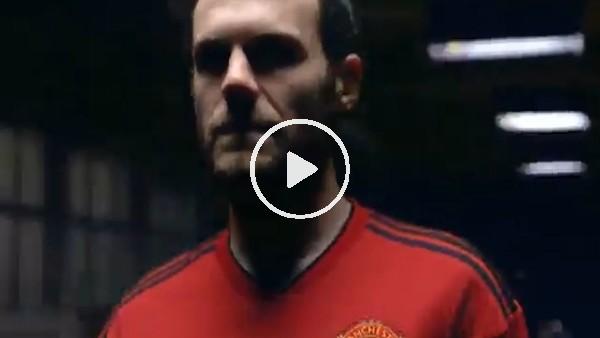 'Manchester United yeni formalarını tanıttı!
