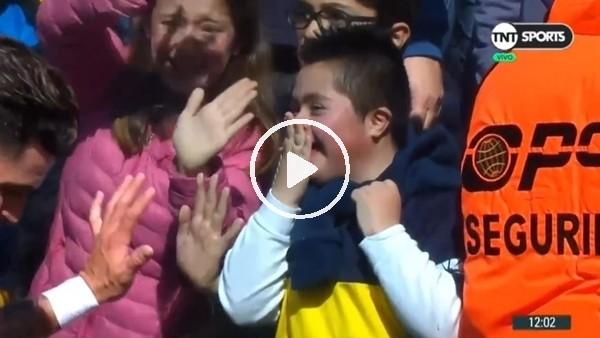Tevez'in selam verdiği çocuk sevinçten çılgına döndü
