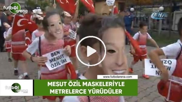 'Mesut Özil maskeleriyle metrelerce yürüdüler