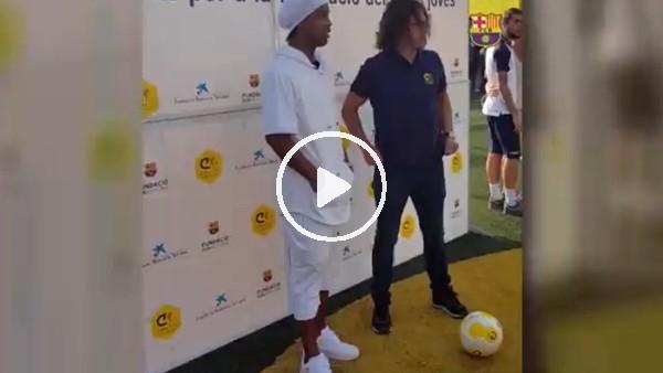 'Ronaldinho'dan  Puyol'a bacak arası