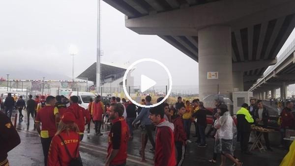 'Göztepe taraftarı Konyaspor maçı için stada doğru yola çıktı