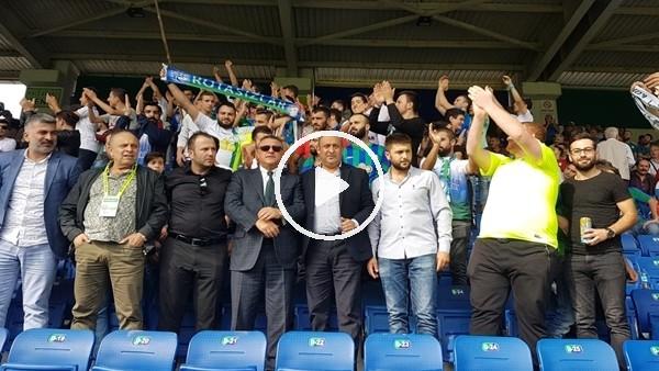 'Hasan Kartal maçı tribünde taraftarların arasında  izliyor