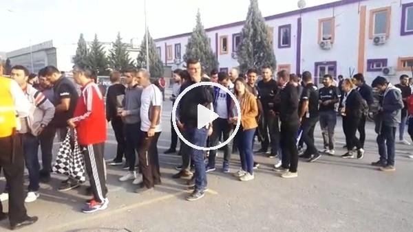 'Beşiktaş taraftarı Göztepe maçı için stada giriş yapıyor