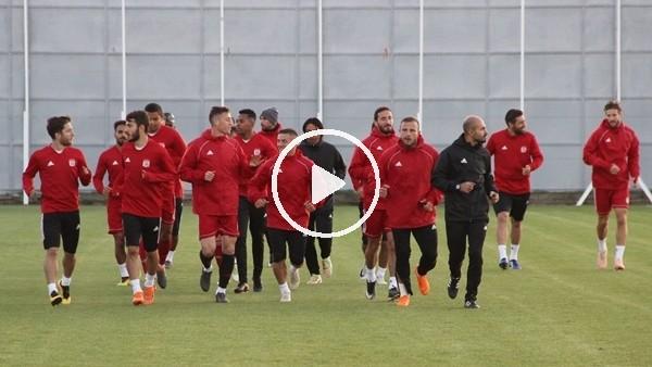 'Sivasspor, Beşiktaş maçına yardımcı hoca ile hazırlandı