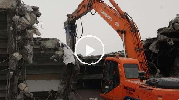 'Elazığ'da stad yıkımına başlandı