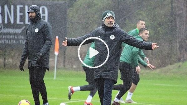 'Atiker Konyaspor yağmur altında çalıştı