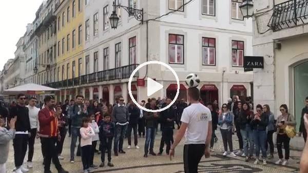 'Galatasaray taraftarı Lizbon sokaklarında top cambazını izledi