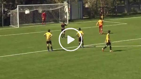 'Galatasaraylı genç futbolcudan fair-play örneği! Penaltıyı auta gönderdi...