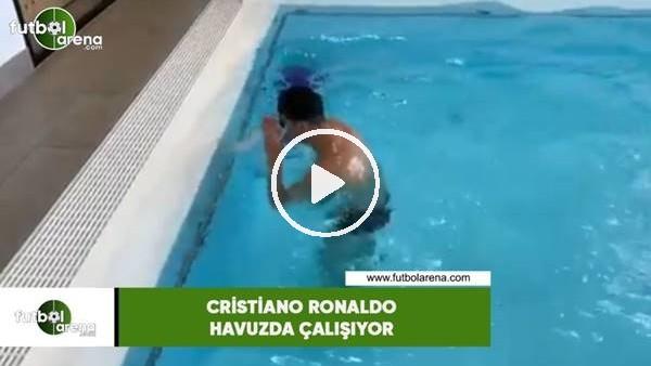 Cristiano Ronaldo havuzda çalışıyor