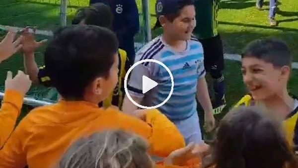 'Galatasaraylı minikler Fenerbahçeli minikleri teeselli etti