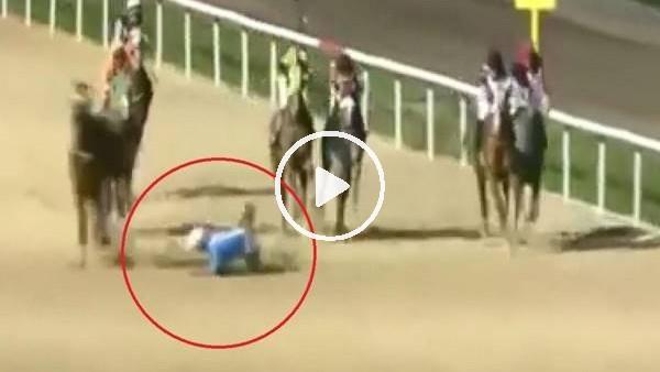 'Atın üstünden attığı jokey ezilmekten son anda kurtuldu