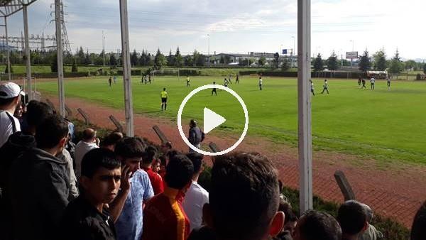 Seyirci sahaya girdi, maç 17 dakika durdu