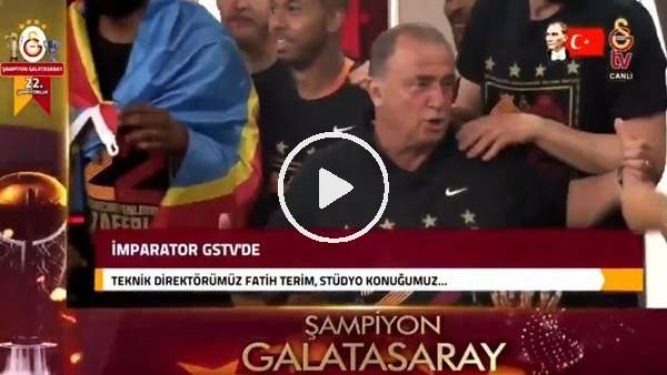 'Galalatasaraylı futbolcular  Fatih Terim'in basın toplantısını bastı