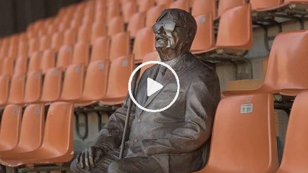 Valencia, vefat eden görme engelli taraftarının heykelini yaptı