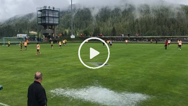 'Galatasaray sağanak yağış altında çalıştı