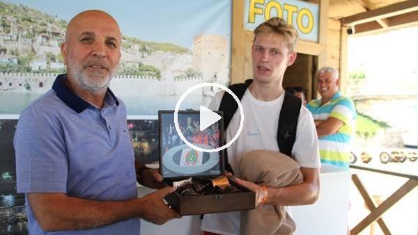 Yılın transferi Frenkie de Jong tatilini Alanya'da sürdürüyor