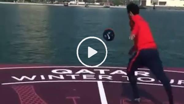 Neymar'ın topa vururken ayakkabısı çıktı