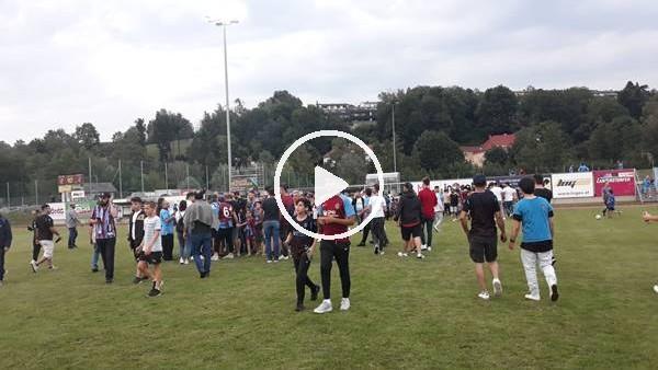 Trabzonspor-Parma maçında sahaya taraftar girdi
