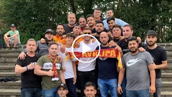 Podolski, Galatasaray taraftarıyla bir arada