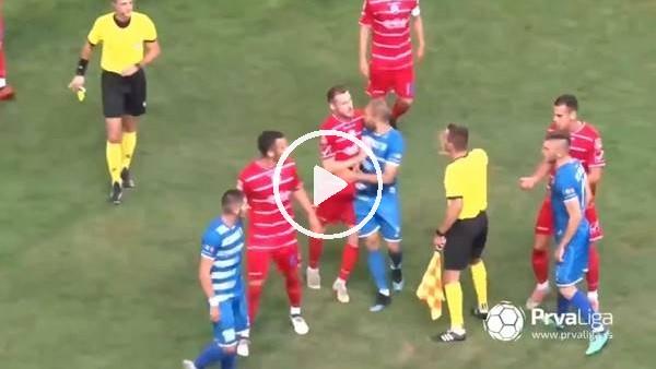 Sakatlanan oyuncu yerde yatarken gol atınca saha karıştı...
