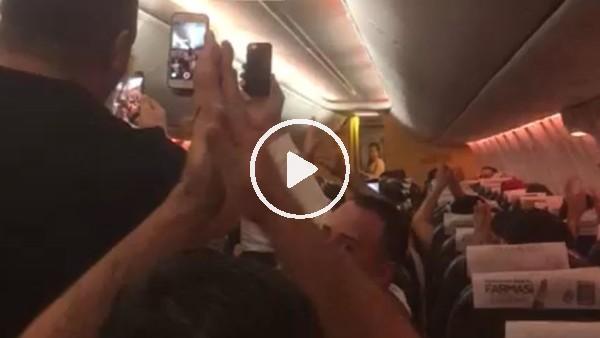 'Galatasaraylı taraftarlar marşarla uçağı inletti