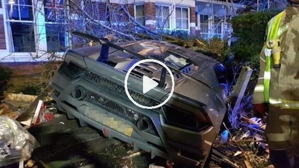 'Ünlü futbolcu Lamborghini aracıyla kaza yaptı
