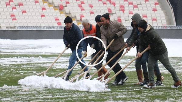 Sivas 4 Eylül Stadyumu kardan temizleniyor
