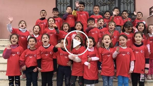 Umut Meraş, Mardin'deki çocuklara forma hediye etti