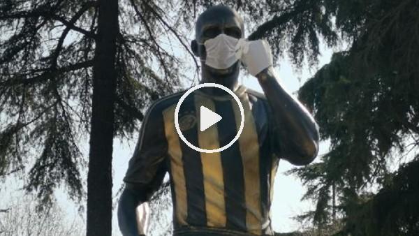 Alex heykeline maskeli ve eldivenli koronavirüs önlemi