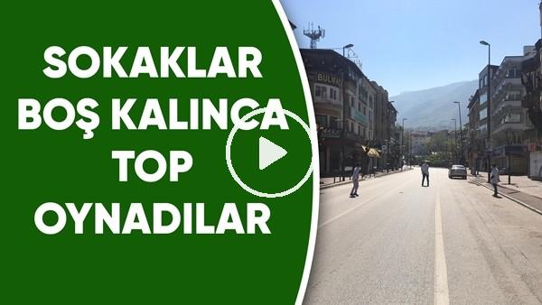 'Bursa esnafı boş sokaklarda futbol oynadı