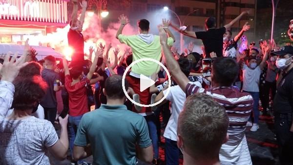 'Trabzonspor taraftarı sevinçten arabayı salladı