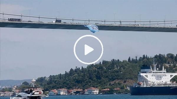 'Başakşehir bayrağı İstanbul Boğazı'na asıldı