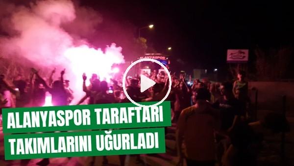 'Aytemiz Alanyapsor Taraftarı, Takımlarını Kupa Finaline Meşalelerle Uğurladı
