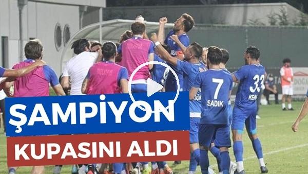 'Tuzlasporlu Futbolcular Şampiyonluk Kupasını Aldı