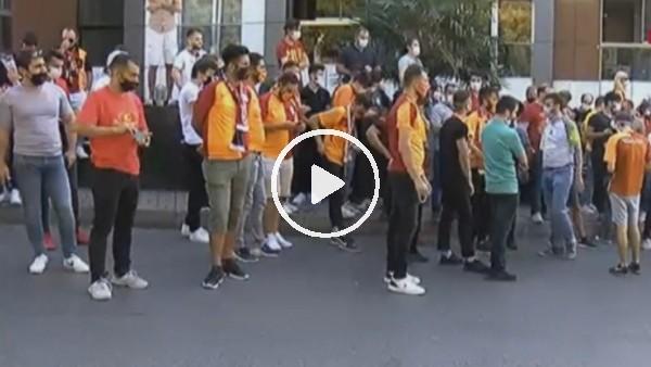 Galatasaray taraftarı derbi için toplanmaya başladı