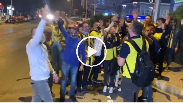 'Fenerbahçe taraftarları galibiyeti kutluyor